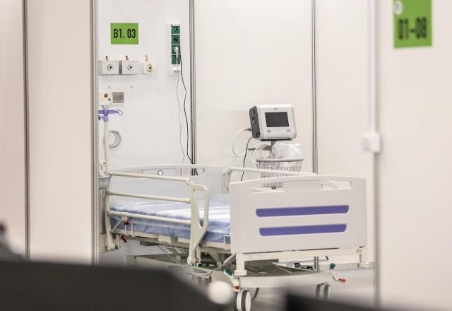 """Prof. Andrzej Horban przewiduje, że """"jesienna fala pandemii Covid-19 przyniesie połowę liczby zakażeń i hospitalizacji, którą obserwowaliśmy podczas fal wiosennych""""."""