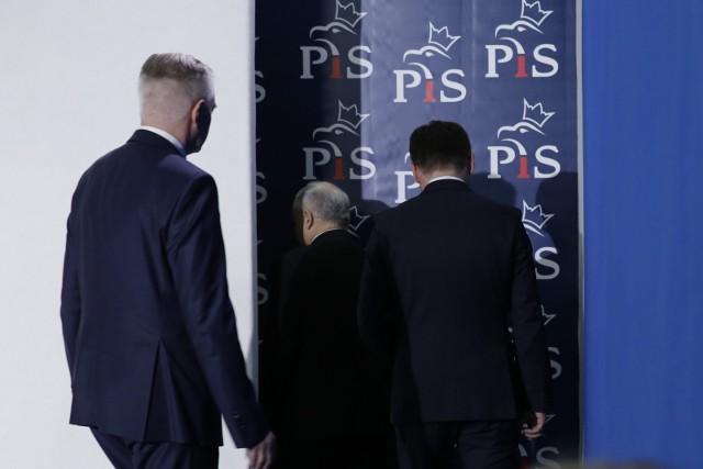 Spotkanie kierownictwa PiS zakończone. Partia rządząca wciąż czeka na odpowiedź Zbigniewa Ziobry na warunki przedstawione przez PiS