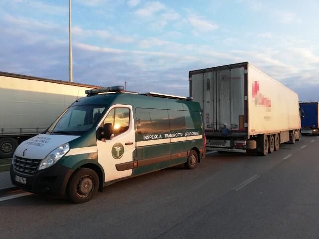 Do zdarzenia doszło 9 marca 2020 roku w okolicach przejścia granicznego z Litwą w Budzisku. Kontrolujący stwierdzili, że pojemność zbiorników na olej napędowy, w jakie wyposażone zostały dwie ciężarówki, znacznie przekracza dozwolone normy. Wobec wszystkich przedsiębiorców wszczęto postępowania administracyjne w sprawie nałożenia kar pieniężnych w kwocie 2000 zł za każdy pojazd.