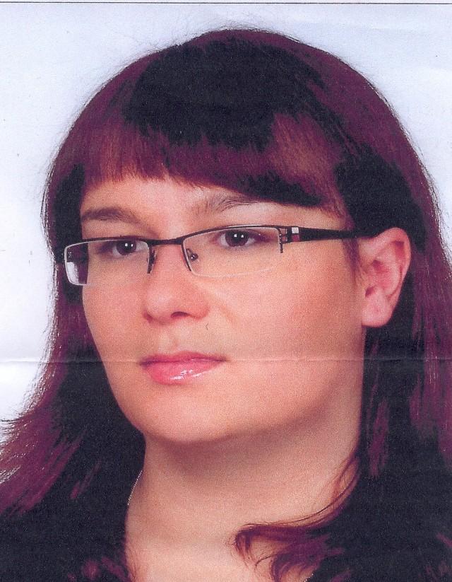 Sylwia Bielec3 lutego 2009 r. w Tomaszowie Lubelskim (lubelskie) zaginęła Sylwia Bielec. Pojechała do Lublina odebrać dokumenty z uczelni i do obecnej chwili nie nawiązała kontaktu z rodziną. Ma 25 lat, 165 cm wzrostu i brązowe oczy. W dniu zaginięcia ubrana była w błękitną czapkę, beżową kurtkę, czarna spódnicę, czarne rajstopy, czarne kozaki miała ze sobą szarą torebkę.Ktokolwiek widział Sylwię Bielec lub ma jakiekolwiek informacje o jej losie proszony jest o kontakt z ITAKĄ - Centrum Poszukiwań Ludzi Zaginionych pod całodobowymi numerami:  801 24 70 70 oraz 22 654 70 70. Można również napisać w tej sprawie do ITAKI: itaka@zaginieni.pl. Naszym informatorom gwarantujemy dyskrecję. Zdjęcie Sylwii Bielec oraz innych zaginionych: www.zaginieni.pl