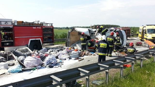 Wypadek na autostradzie A4. Siedmiu Ukraińców jadących busem zginęło w wypadku pod Krapkowicami (Opolskie).