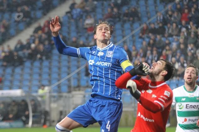 Thomas Rogne podkreśla, że PKO Ekstraklasa wyróżnia się na tle innych lig... mniejszą cierpliwością klubów, szybkimi zmianami trenerów i chaotycznym działaniem.