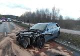 Poważny wypadek na obwodnicy Brodnicy. Motocyklista z ciężkimi obrażeniami ciała trafił do szpitala [zdjęcia]