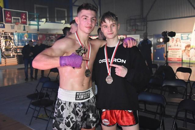 Filip Zawłocki (z lewej) i Adrian Gunia - najlepsi kickbokserzy w Polsce.