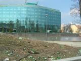 Wyspa Słodowa tonie w śmieciach. Czy miasto zamierza tam sprzątać? (LIST, ZDJĘCIA)