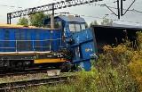 Wypadek pociągów w Dąbrowie. Zderzyły się i przewróciły. Maszynista był pijany