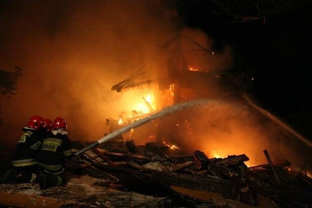 Wodziłówka. Tragiczny pożar domu. W środku znaleziono zwłoki starszego mężczyzny.