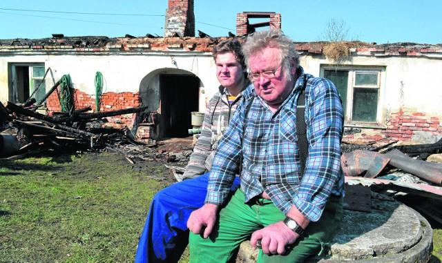 Rodzinę Soplów czeka teraz trudny okres. Trzeba  wybudować choćby niewielką szopę, w której mogliby trzymać krowę. Finansowo nie stać ich na to. Może znajdzie się ktoś, kto mógłby im pomóc