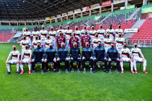 Symboliczne zdjęcie piłkarzy GKS Tychy przed wznowieniem rozgrywek Fortuna 1. Ligi w czasie pandemii koronawirusa.