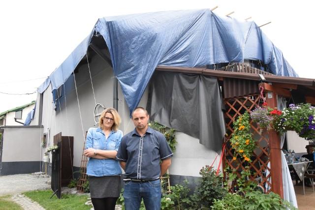 Mirela Szwed i Bartosz Januszyk mówią, że emocje już opadły. Teraz starają się skupić na naprawie domu.