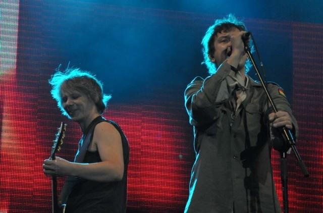 Wokalista Zbyszek Bieniak i gitarzysta Daniel Howorus, to połowa rockowego zespołu Imish.