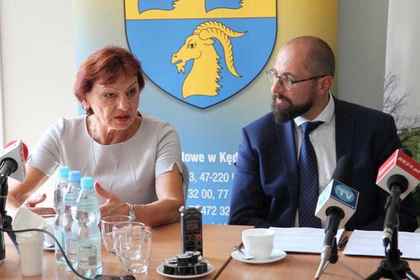 starosta Małgorzata Tudaj i dyrektor szpitala Jarosław Kończyło