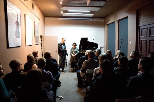 Festiwal w Piano House otworzyli jego dyrektorzy  Laureen Deutsch z Jazz Institute Of Chicago i Eryk Kozłowski z Estrady Poznańskiej.