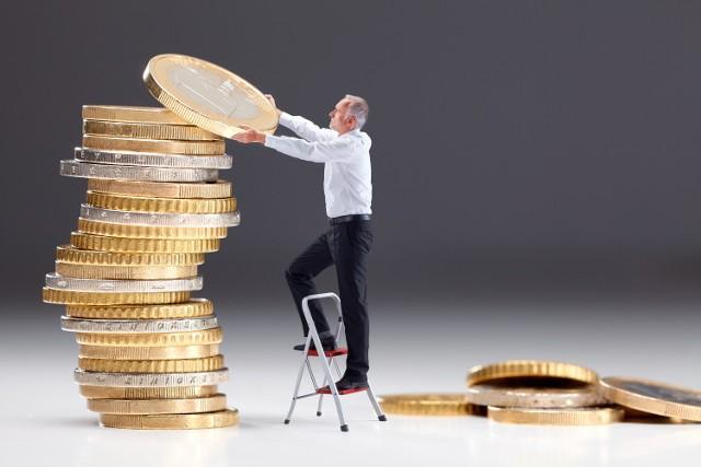 Pracodawcy coraz częściej podkreślają możliwość otrzymania premii w ofertach pracy oraz przy możliwościach awansu, jako dodatkowy benefit dla pracowników.