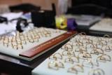 Poznań: Policjanci odzyskali biżuterię wartą 40 tys. zł [ZDJĘCIA]