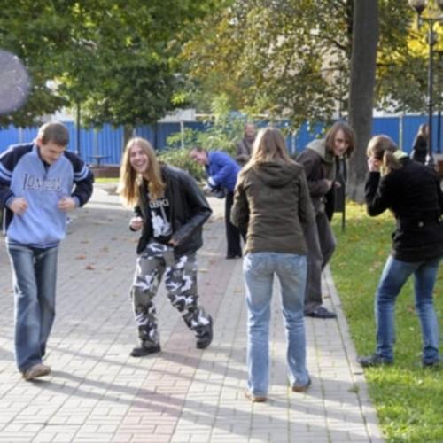Na kilka chwil plac Wolności w Opolu zamienił się w kurnik. W Opolu odbył się pierwszy Flash Mob.