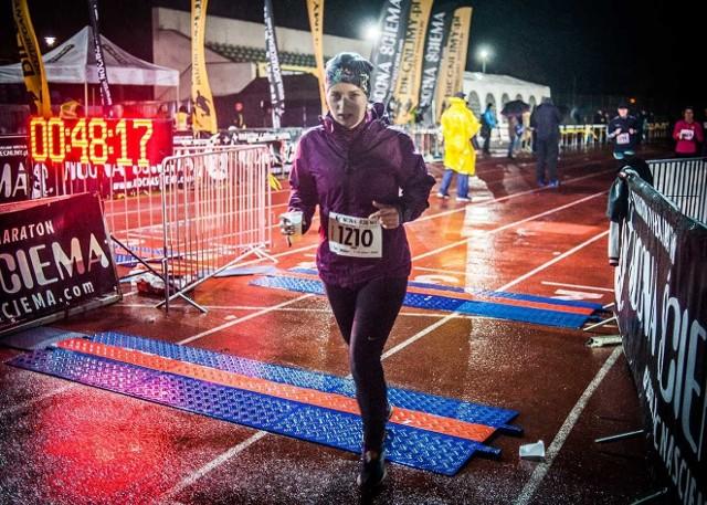 W Koszalinie zmiana czasu od dziesięciu lat kojarzy się z jedną z najbardziej pomysłowych imprez biegowych – Nocną Ściemą.