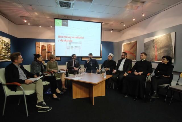 Rabin, pastor, muzułmański imam oraz ksiądz katolicki i prawosławny przy jednym stole