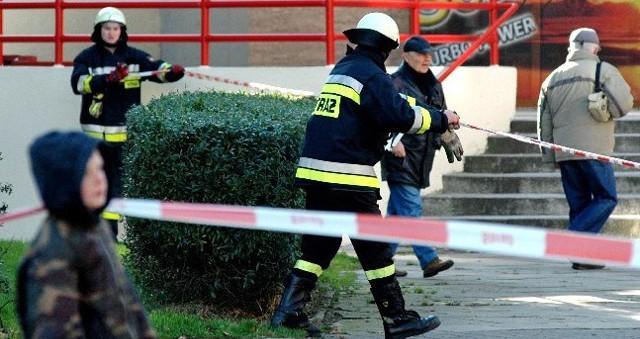 Strażacy zabezpieczyli teren wokół hotelu. Jego mieszkańcy zostali ewakuowani.