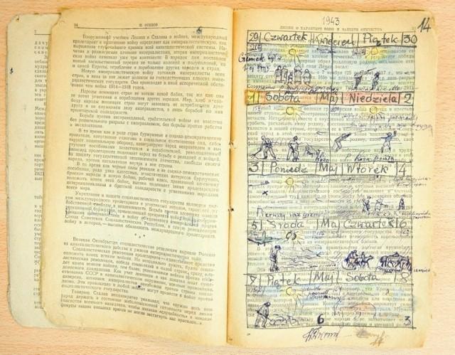 Na zadrukowanych czerwoną propagandą kartach Wojciech Dworski zapisywał mijające dni na zesłaniu