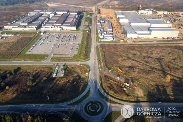 Strefa ekonomiczna w Dąbrowie Górniczej - Tucznawie wypełnia się inwestorami. Kolejne tereny są uzbrajane i przygotowywane dla nowych firm, które chcą się tu ulokować Zobacz kolejne zdjęcia/plansze. Przesuwaj zdjęcia w prawo - naciśnij strzałkę lub przycisk NASTĘPNE