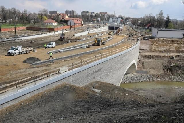 Budowa Trasy Łagiewnickiej w Krakowie ma się zakończyć z końcem 2021 roku.