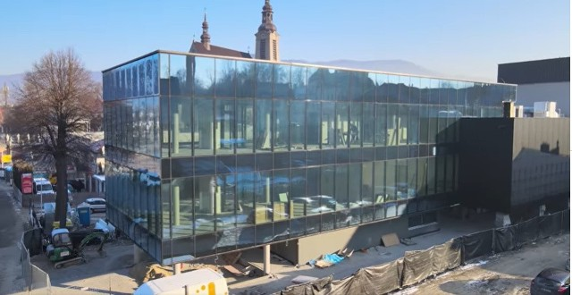 Galeria handlowa NOVA w Limanowej już prawie gotowa. Na kiedy zaplanowano otwarcie obiektu w centrum miasta? Jak wygląda budynek? Zobacz  zdjęcia