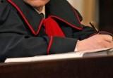Prokuratura Rejonowa w Suwałkach oskarżyła 27-latka o spowodowanie wypadku. Kierowca auta też stanie przed sądem