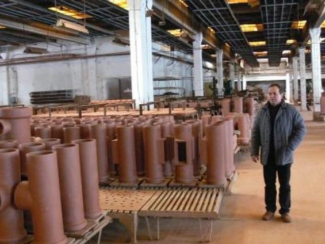 Nie ma chętnych na zakup bankrutującego Marywilu z Suchedniowa Marywilowskie wyroby czekają na sprzedaż. Wiele z nich wciąż zalega w magazynie bankrutującej firmy.