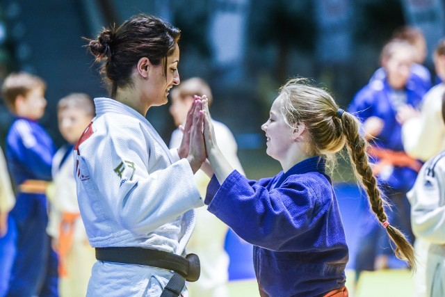 Jarden Dżerbi błyskawicznie złapała kontakt z młodymi judoczkami i judokami