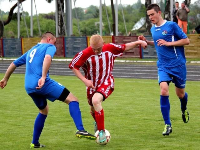 Piłkarze ostrołęckiej Narwi walczą o utrzymanie w rozgrywkach IV ligi.