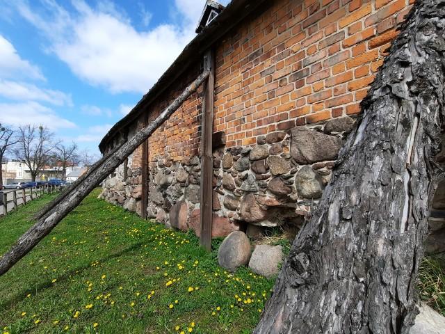Średniowieczne mury obronne w Byczynie