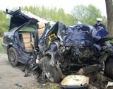 Makabryczny wypadek pod Białogardem. BMW uderzyło w drzewo, 3 osoby nie żyją