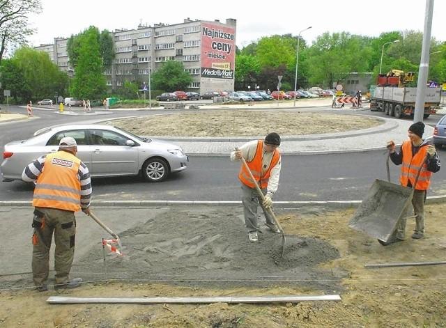 Budowniczowie oddali do użytku rondo na skrzyżowaniu ulic Zawadzkiego, Ptasiej i Wyszyńskiego. Na rondzie prowadzone są obecnie prace kosmetyczne oraz malowane znaki poziome.