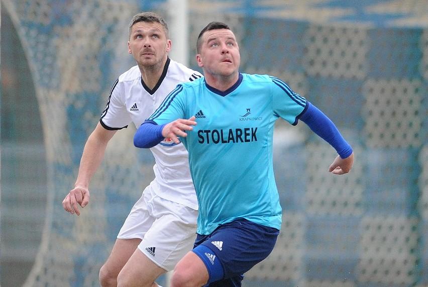 """Łukasz Bawoł (z prawej) w barwach Unii rozegrał czwarty mecz i teraz wreszcie się """"przełamał"""" zdobywając pierwszego gola."""