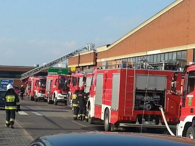 Pożar w hali G w Centrum Handlowym Ptak