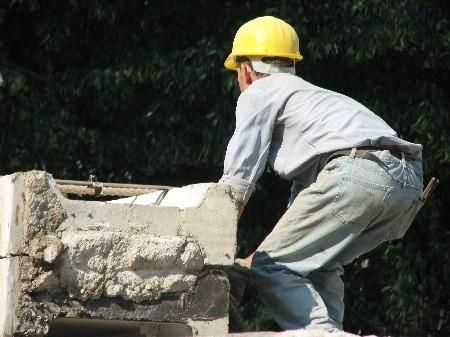 Pracownicy budowlani nie powinni mieć problemów ze znalezieniem zatrudnienia (fot. sxc.hu)