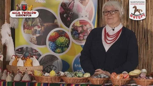 """Maria Ostrowska jest członkiem Stowarzyszenia ,,Aktywni Na Targowej"""" w Skaryszewie, które zrzesza pasjonatów sztuki ludowej. Jako jedyna w gminie uprawia twórczość - plastyka obrzędowa- pisankarstwo."""