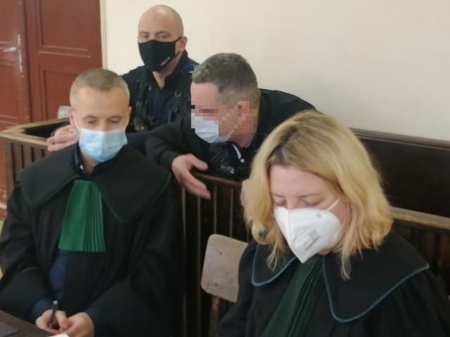 Biegła sądowa z zakresu genetyki zeznawała w czwartek 15 kwietnia w Sądzie Okręgowym w Łodzi na procesie 45-letniego Tomasza W.  Prokuratura zarzuca mu, że popełnił pamiętną zbrodnię na ul. Przestrzennej: ścigając 43-letniego Michała K. przygniótł go autem do drzewa, a gdy ten upadł na ziemię, przejechał po nim. Ofiara zmarła.CZYTAJ DALEJ NA KOLEJNYM SLAJDZIE>>>>