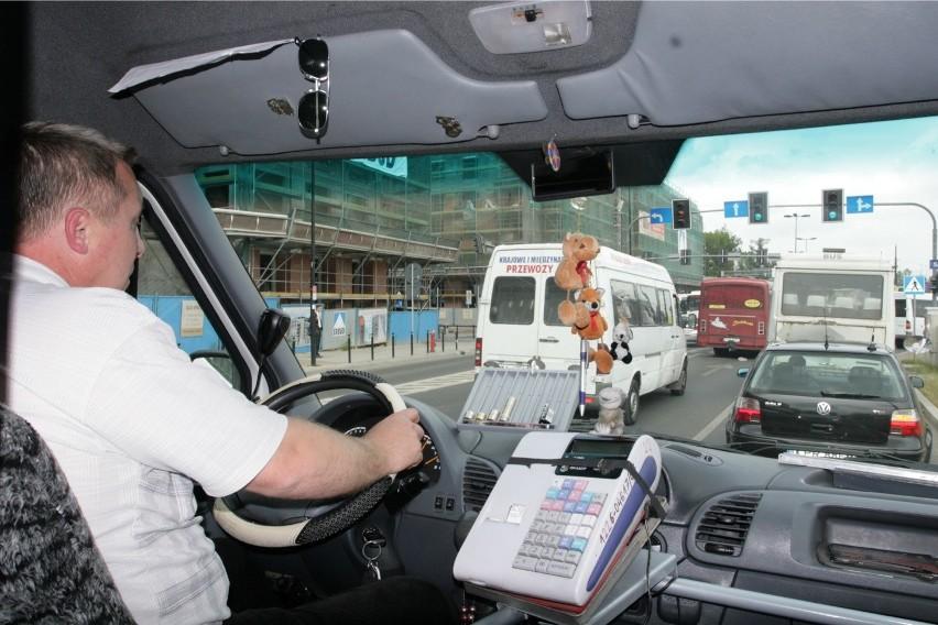 W przyszłym roku władze poszukają w budżecie dodatkowych pieniędzy na bus, a na razie będą dopłacać przewoźnikom, by ci chcieli kursować na czterech wskazanych przez gminę liniach
