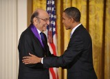 """Zmarł twórca znanego na całym świecie logo """"I ♥ NY"""". Milton Glaser miał 91 lat. Zaprojektował też słynny plakat dla Boba Dylana"""