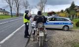 16-latek bez prawa jazdy jechał niesprawnym motocyklem, w dodatku po ścieżce rowerowej