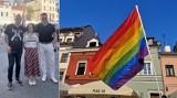 """Kraków. Znani pisarze na demonstracji LGBT. """"Sukces Ziobry"""""""