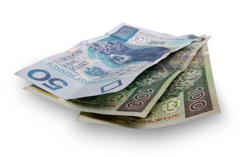 """Jeden na czterech respondentów badania zadeklarował, że zgubił mniej niż 50 zł – prawdopodobnie dzieje się tak za sprawą """"plastikowego pieniądza"""", który nosimy ze sobą."""