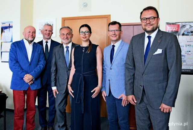 Od lewej: Roman Witowski, Wojciech Folejewski, Wojciech Szczurek, Anna Byczkowska, Andrzej Ryński, Marek Łucyk.