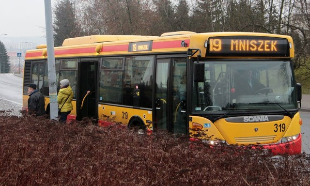 Autobusy linii nr 19 od wtorku, 10 sierpnia inaczej pojadą przez osiedle Rządz