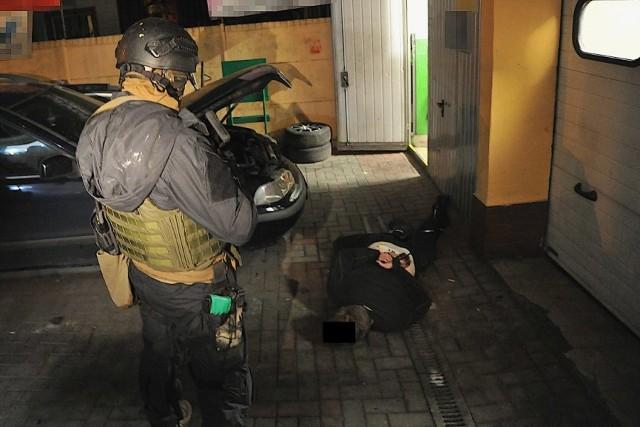 Policjanci rozbili narkotykowy gang, który mógł wprowadzić do obrotu nawet kilkadziesiąt kilogramów narkotyków