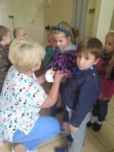 Dzieci z Przedszkola Brzdąc z wizytą na Izbie Przyjęć [zdjęcia]