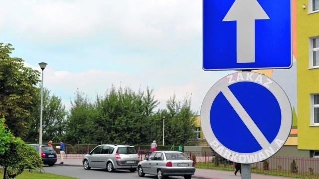 Zatoczka przed szkołą w Człuchowie: rano to miejsce strategiczne.
