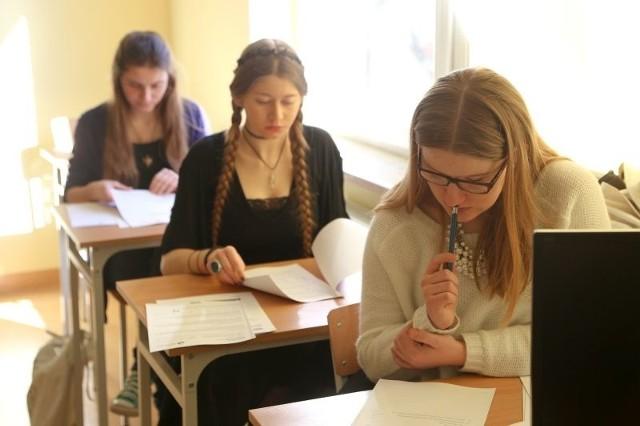 We wtorek uczniowie z klasy z międzynarodową maturą pisali test z geografii. Próbne egzaminy potrwają do końca tygodnia.